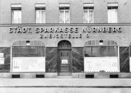 Zweigstelle 9 der Stadtsparkasse Nürnberg in der Allersberger Straße 64, 1931 (StadtAN A 38 Nr. A38-E57-3)